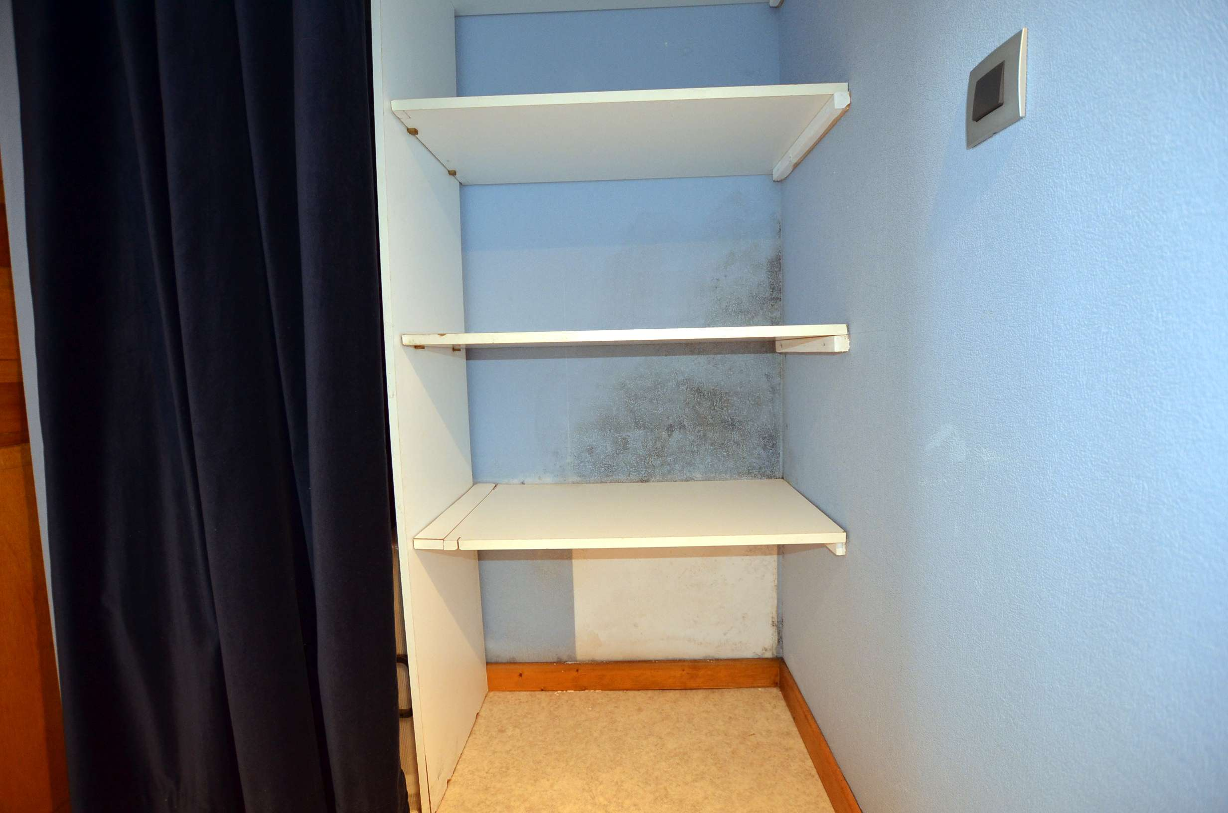 sourcier remont es capillaires des murs humides. Black Bedroom Furniture Sets. Home Design Ideas