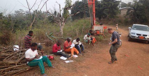 Formation à l'art du sourcier au Cameroun